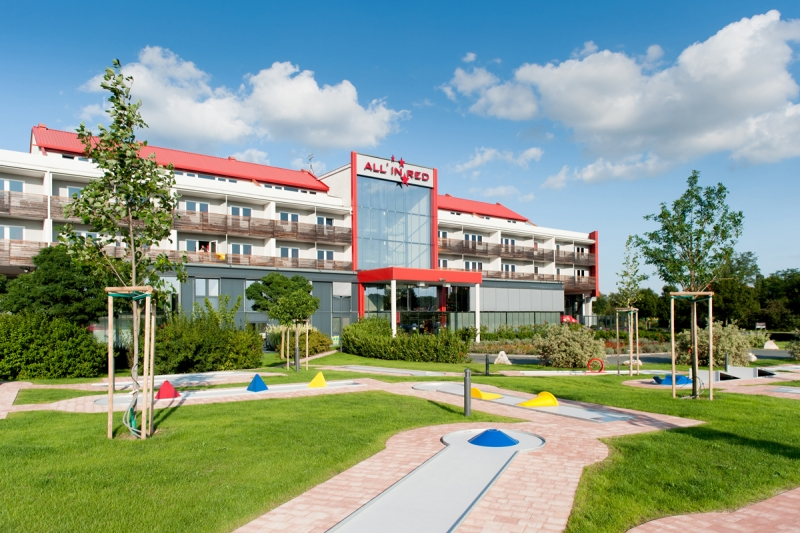 Familienhotel all in red auf for Modernes familienhotel